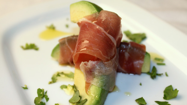 avocado-wedges-wrapped-in-serrano-ham-1