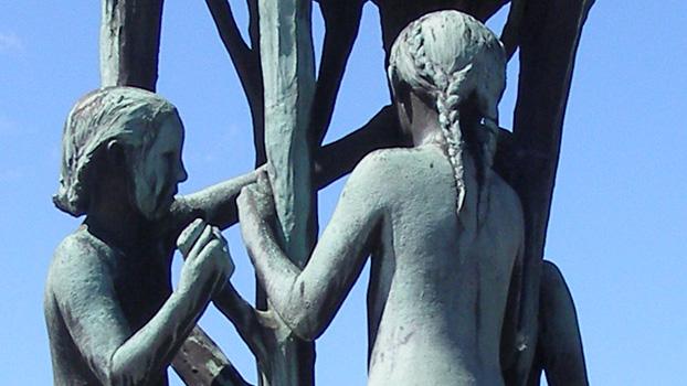 Gustav Vigeland produced 212 statues using bronze, stone and iron.Vigeland Park, Oslo, Norway